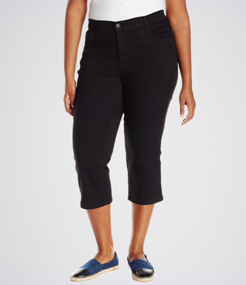Women's Black Easy Fit Capri Jeans. KT-01013